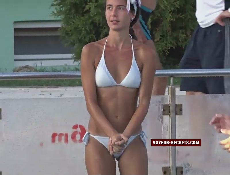 young cameltoe bikini