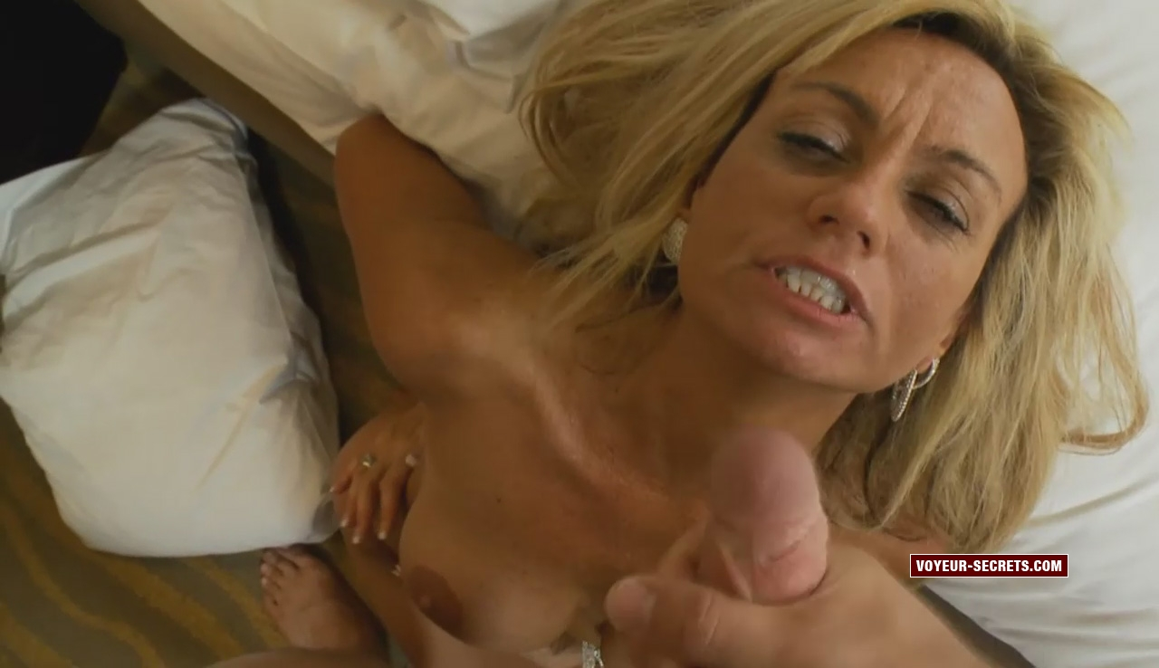 Milf gets in place to get a cum facial after anal sex