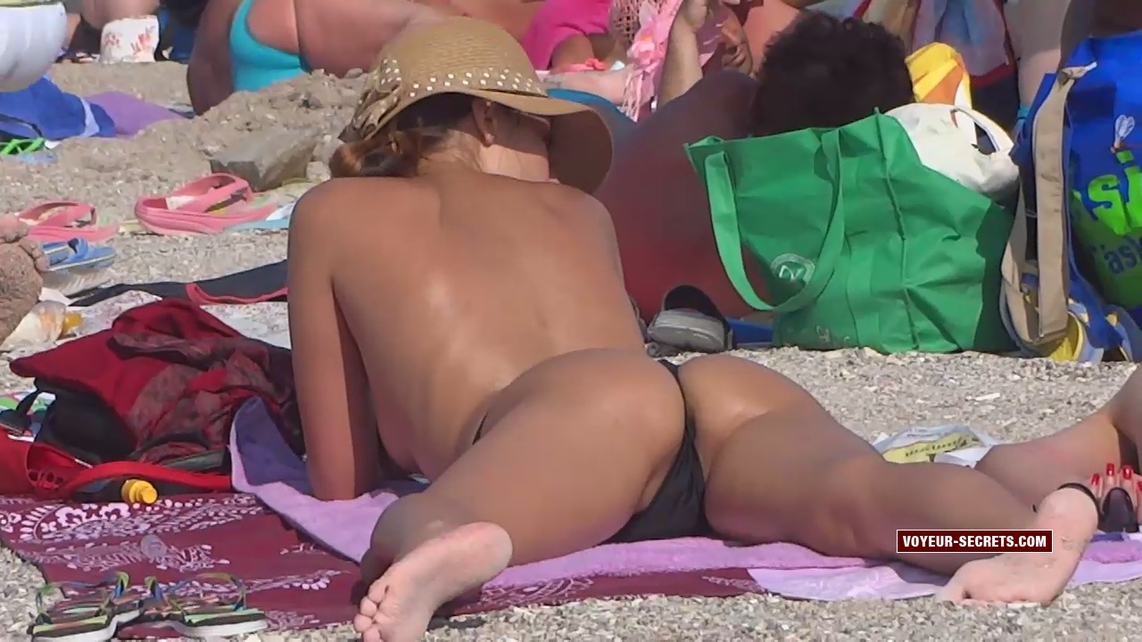 Hot girl's pussy lips slip when she spread her legs while sunbathing on beach