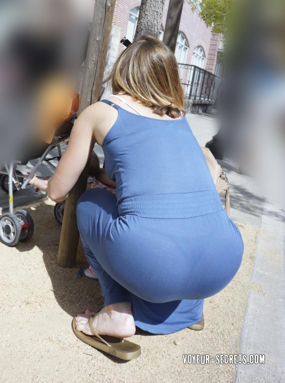 Culitos en leggins caminando por la calle - 2 part 10