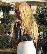 Blond bombshell dressed to seduce
