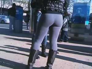 Bubbly ass with a gap between thighs