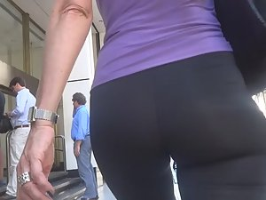 Sexy milf is in a rush Picture 2