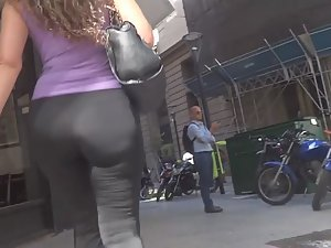 Sexy milf is in a rush Picture 5