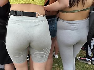 Hot ass and nice gap between thighs in crowd