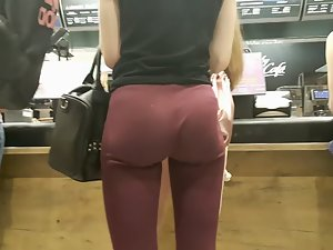 Slim girl with unrealistically big butt Picture 6