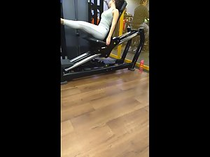 Short girl exercising her bubble butt in gym Picture 1