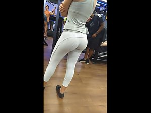 Short girl exercising her bubble butt in gym Picture 8