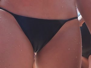Wet cameltoe in beach bar