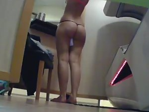 Big tight ass in the tanning saloon