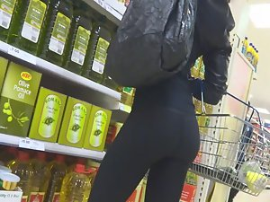 Smoking hot milf in supermarket