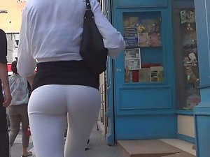 Round ass that you cannot miss Picture 4