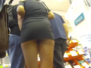 Hot ass became visible in upskirt