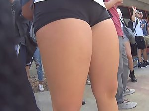 Schoolgirl without panties Picture 4
