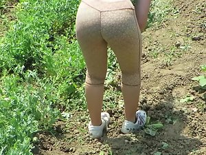 Hot farm girl peeped while gardening Picture 2