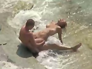 Wild fuck started in the water