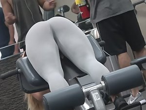 Sexiest babe in my gym Picture 5