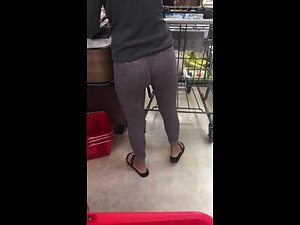 Tight leggings show off her ass and crack Picture 5