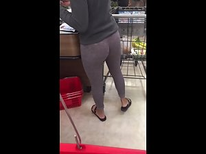Tight leggings show off her ass and crack Picture 8