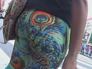 Big butt wiggles in peacock tights