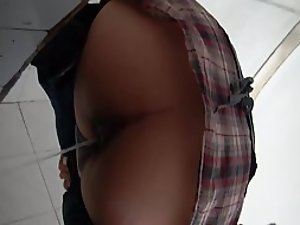 Risky spying from below of a pissing girl