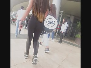 Fit babe on her way to the gym Picture 7