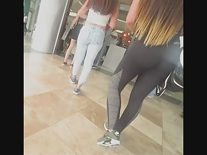 Fit babe on her way to the gym Picture 8