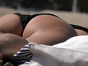 Hot asses all over the beach Picture 2