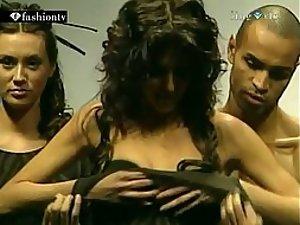 Glamorous babe accidentally shows tits
