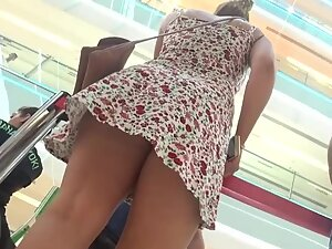Nice thick ass in upskirt of a simple dress