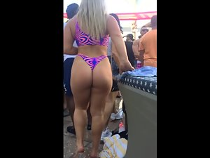 Impossible to miss her on a pool party