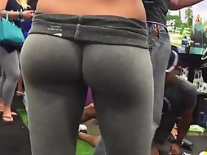 Unbelievable firm butt in grey tights