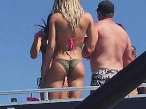 Sexy ass in bikini peeped from far away