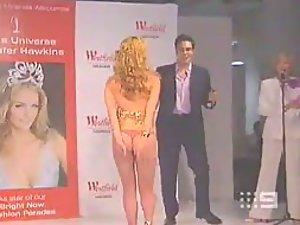 Model girl lost her dress on a catwalk