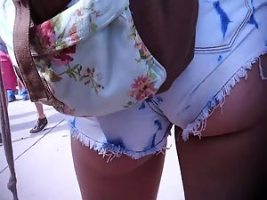 Voyeur got real close to her buttocks Picture 5