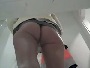 Perfect ass spied while she tries clothes