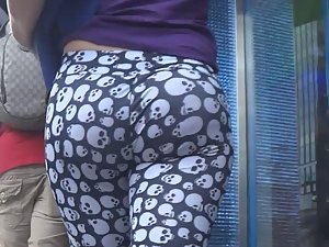 Dangerous ass with skulls on tights