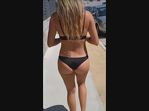 Hypnotic ass in black thong bikini