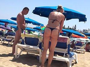 Fit blonde milf in sexy thong bikini Picture 4