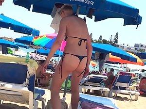 Fit blonde milf in sexy thong bikini Picture 7