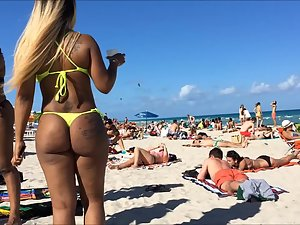 Group of ebony girls with big tattooed butts Picture 4
