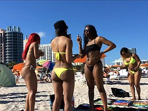 Group of ebony girls with big tattooed butts Picture 6