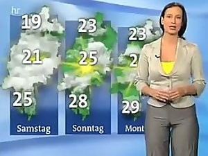 Weather girl got a nice cameltoe