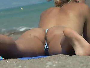 Pussy slip out of a tiny bikini Picture 2