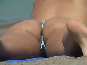 Pussy slip out of a tiny bikini Picture 3