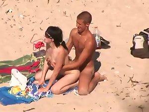Съемка траха скрытой видеокамерой на диком пляже, пикаперы разводят девушек за деньги смотреть порно онлайн