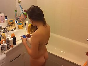 Spy on naked cousin texting and washing herself