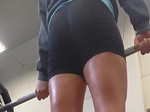 Watching a sexy woman do deadlifts