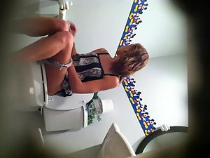 Dreamy girl spied while pissing on a toilet Picture 3
