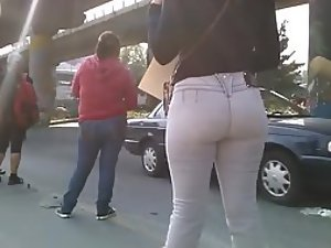 Spying a fabulous big butt in jeans